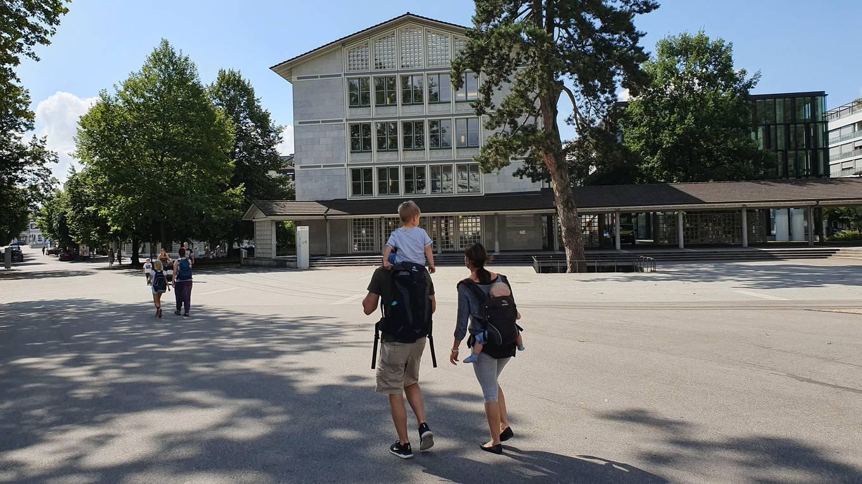 Kreuzackerplatz: Hier wären Leitlinien für Sehbehinderte gefragt - damit man den Weg in die Altstadt findet.