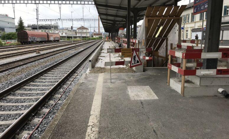 Bauabschrankung vor Treppenabgang Mitte links